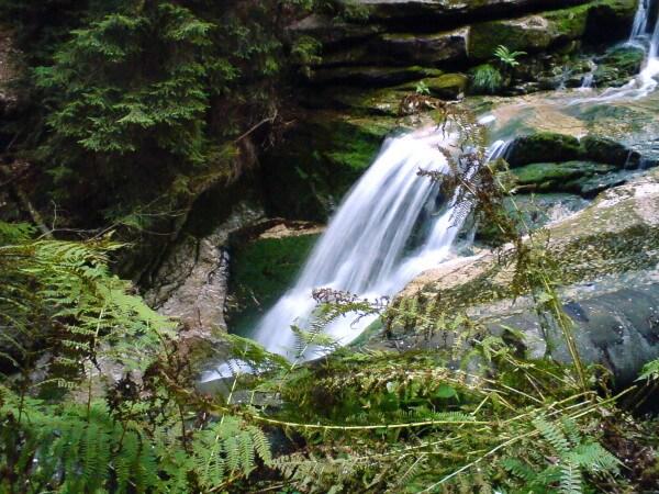 Widok na górny odcinek wodospadu Szklarki