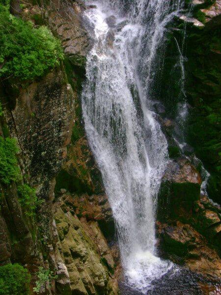 Widok na wodospad kamieńczyka