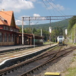 Pociąg wjeżdżający na stację Szklarska Poręba Górna, Fot. GRAD, żródło: wikipedia.org, http://creativecommons.org/licenses/by-sa/3.0/, CC-BY-SA 3.0 Deed