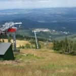 Widok ze szczytu stoku na Karpacz wiosną, aut. Tomasz Przechlewski, źródło: flickr.com, CC BY SA http://creativecommons.org/licenses/by-sa/2.0/deed.en